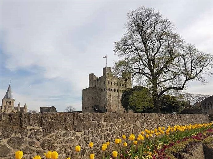 Rochester castle and cathedral in spring