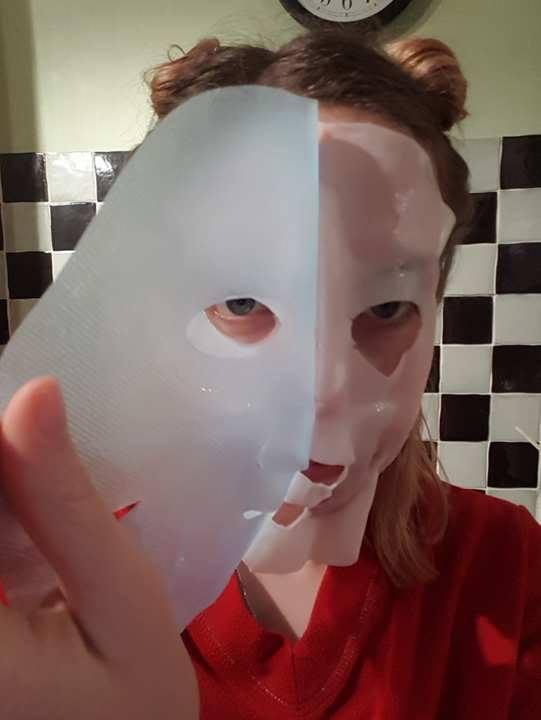 Peeling Garnier Moisture Bomb Tissue Mask