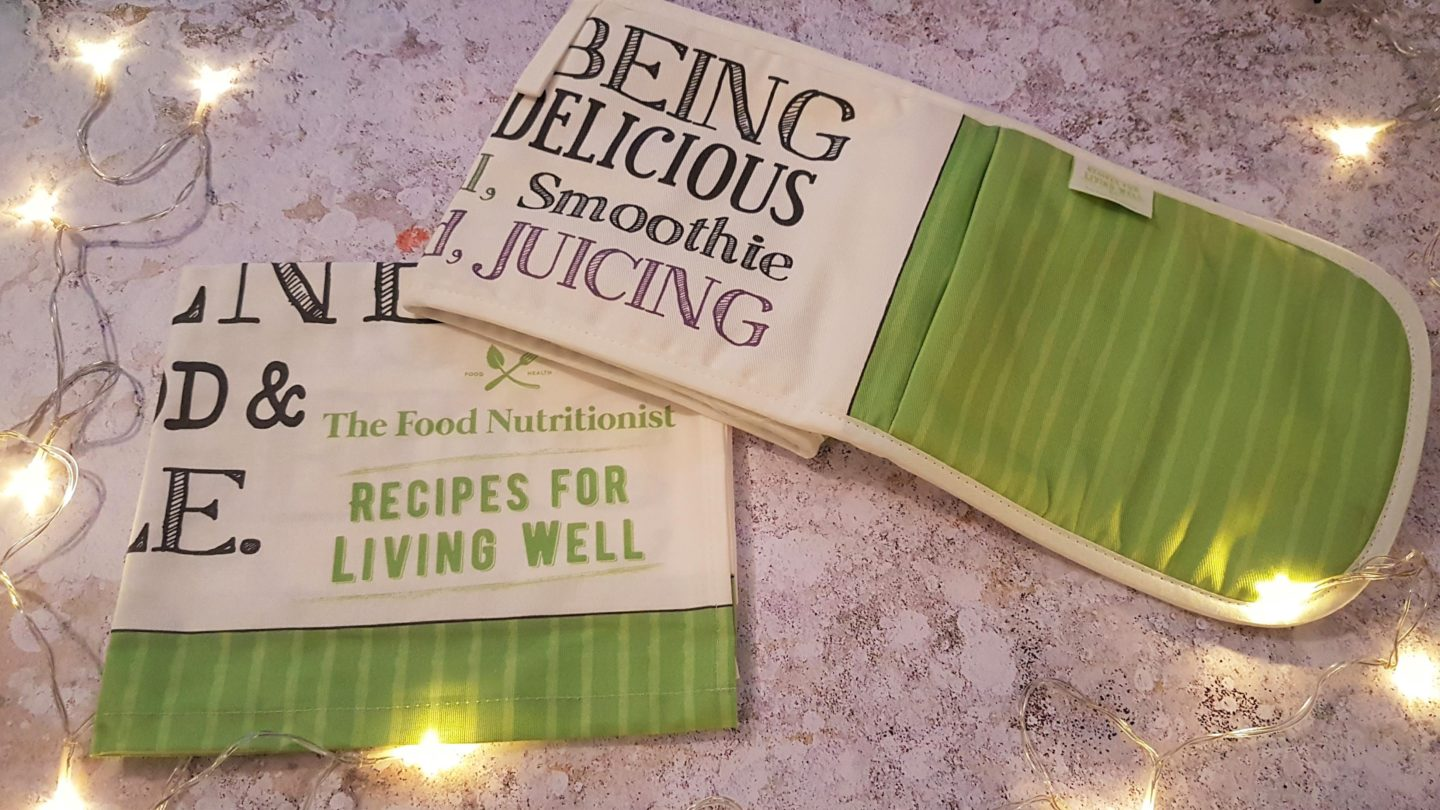 The Food Nutritionist oven gloves and tea towel