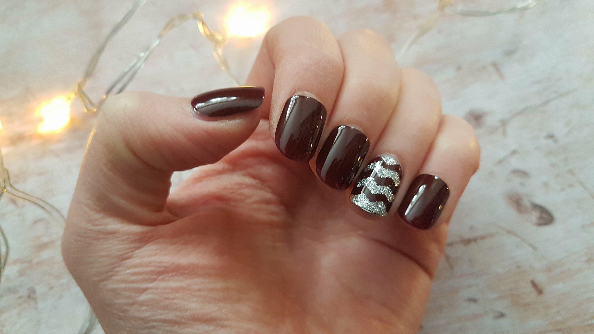 Kiss Nails imPress stick on nails