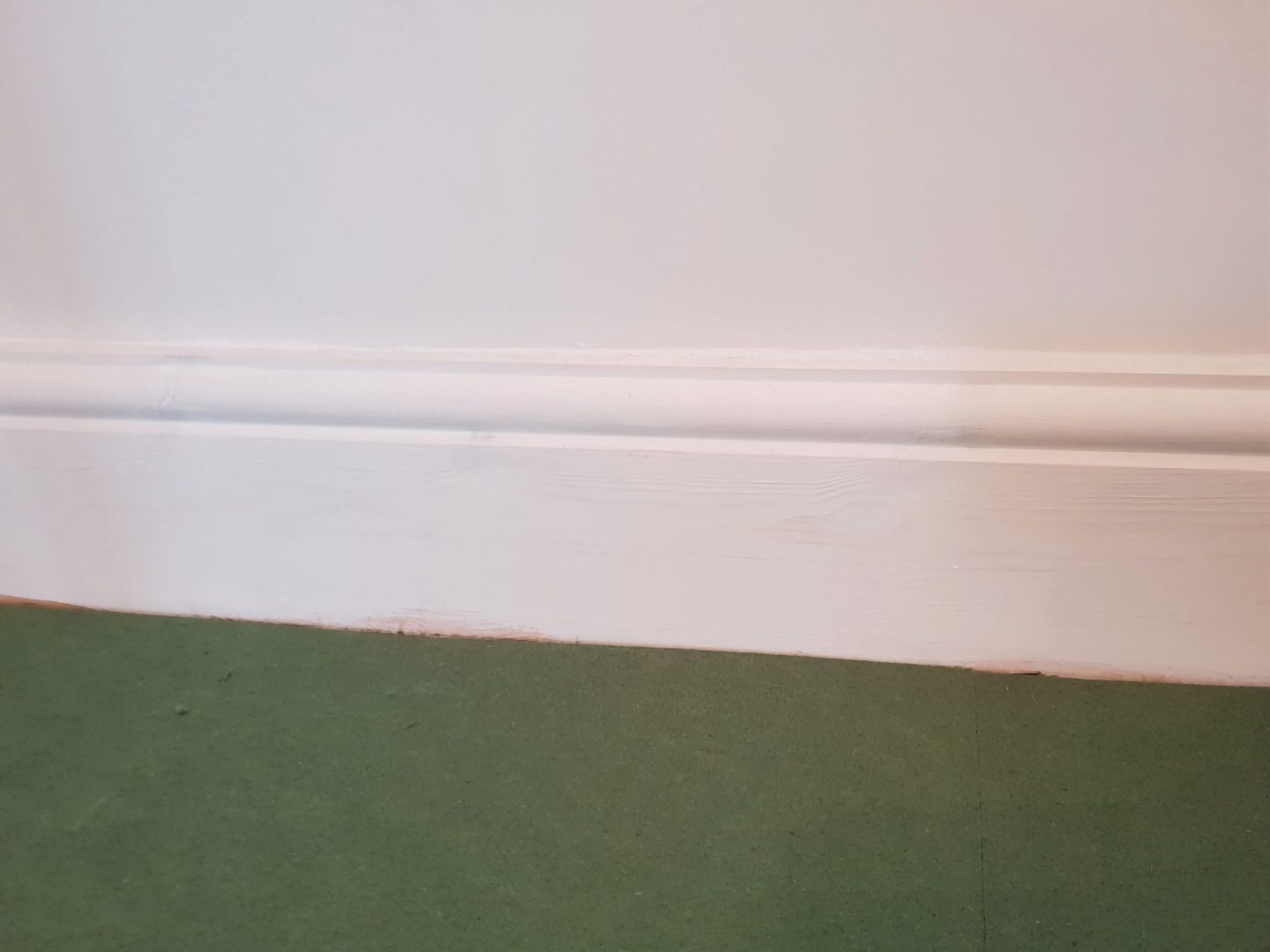 Skirting board and underlay before laminate flooring