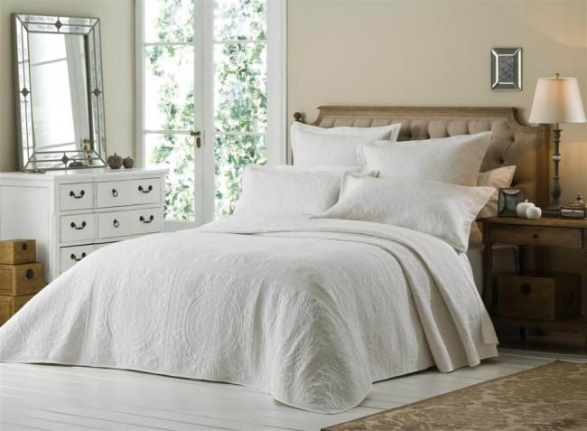 Versailles white bedspread