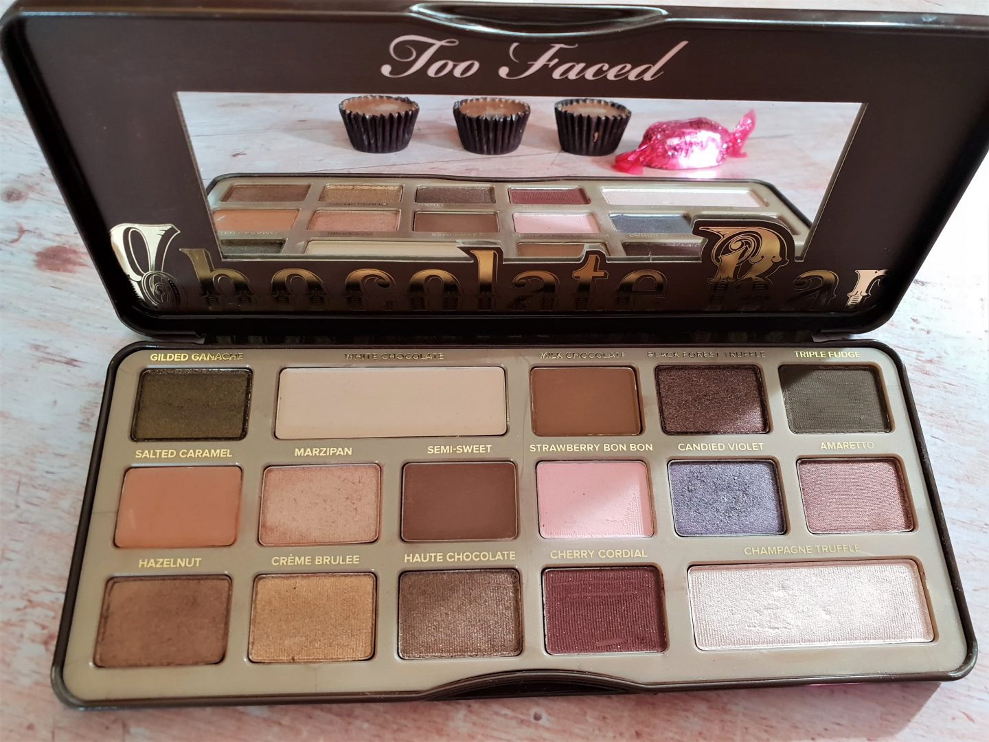 Too Faced Chocolate Bar Eyeshadow Palette colours - brown with a pop of colour