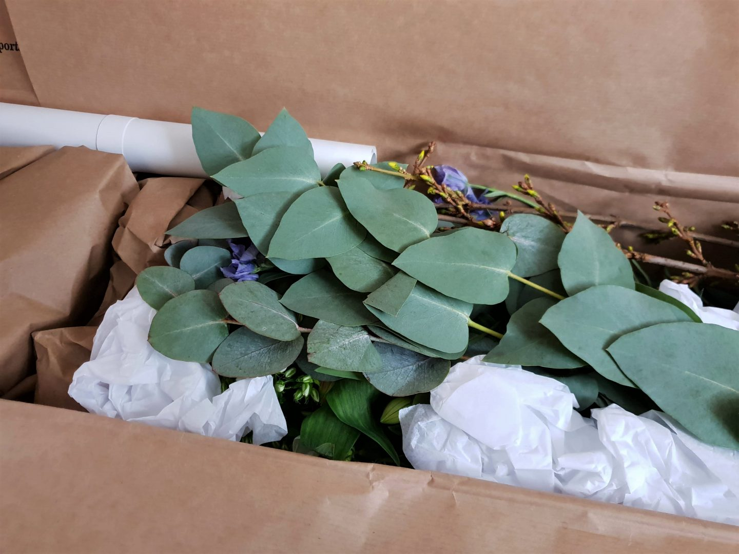 FlowerBe subscription box flower packaging