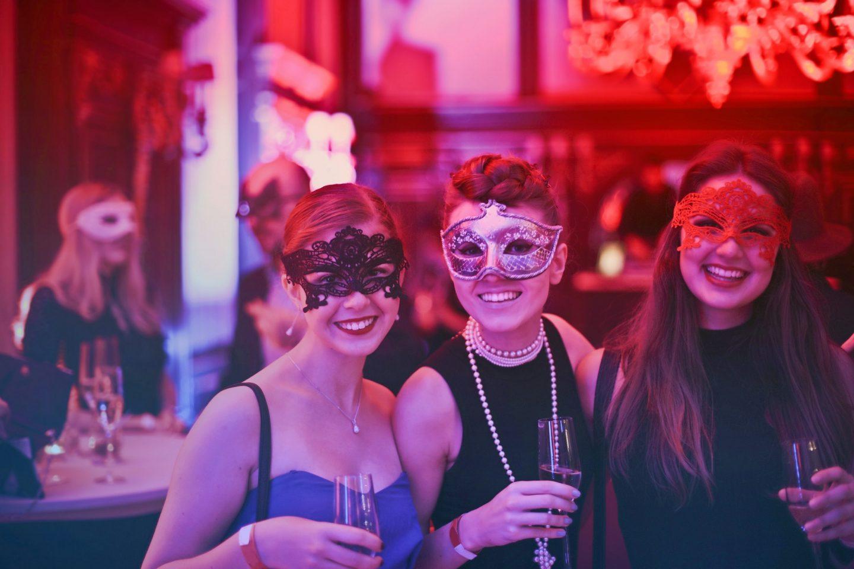 wedding-bar-woman-masks-party