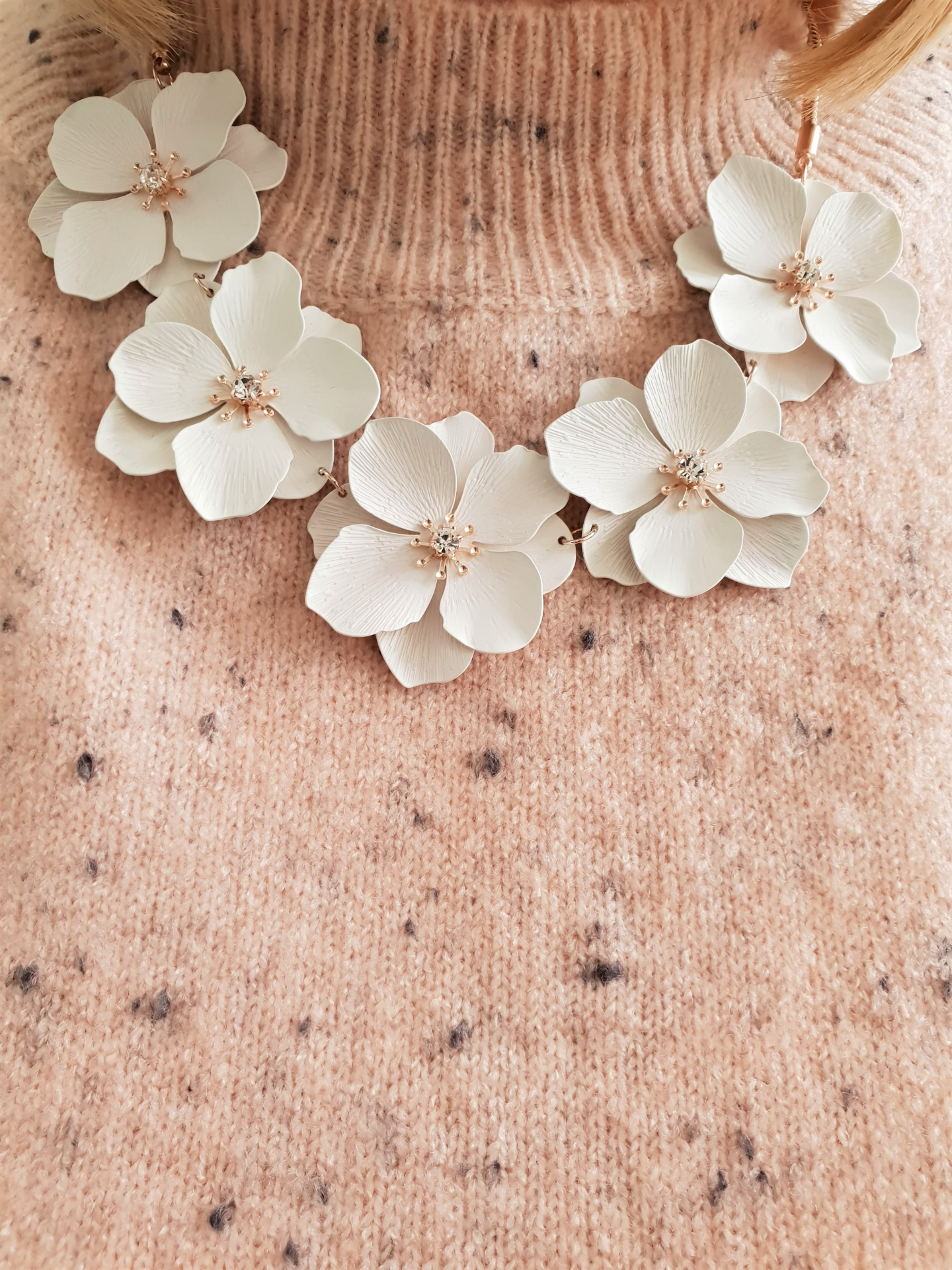 Neutral floral necklace Simply Be