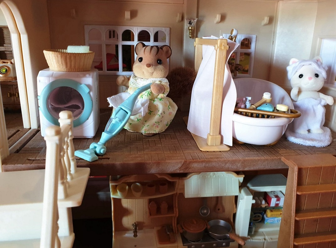 Sylvanian Families utility and bathroom