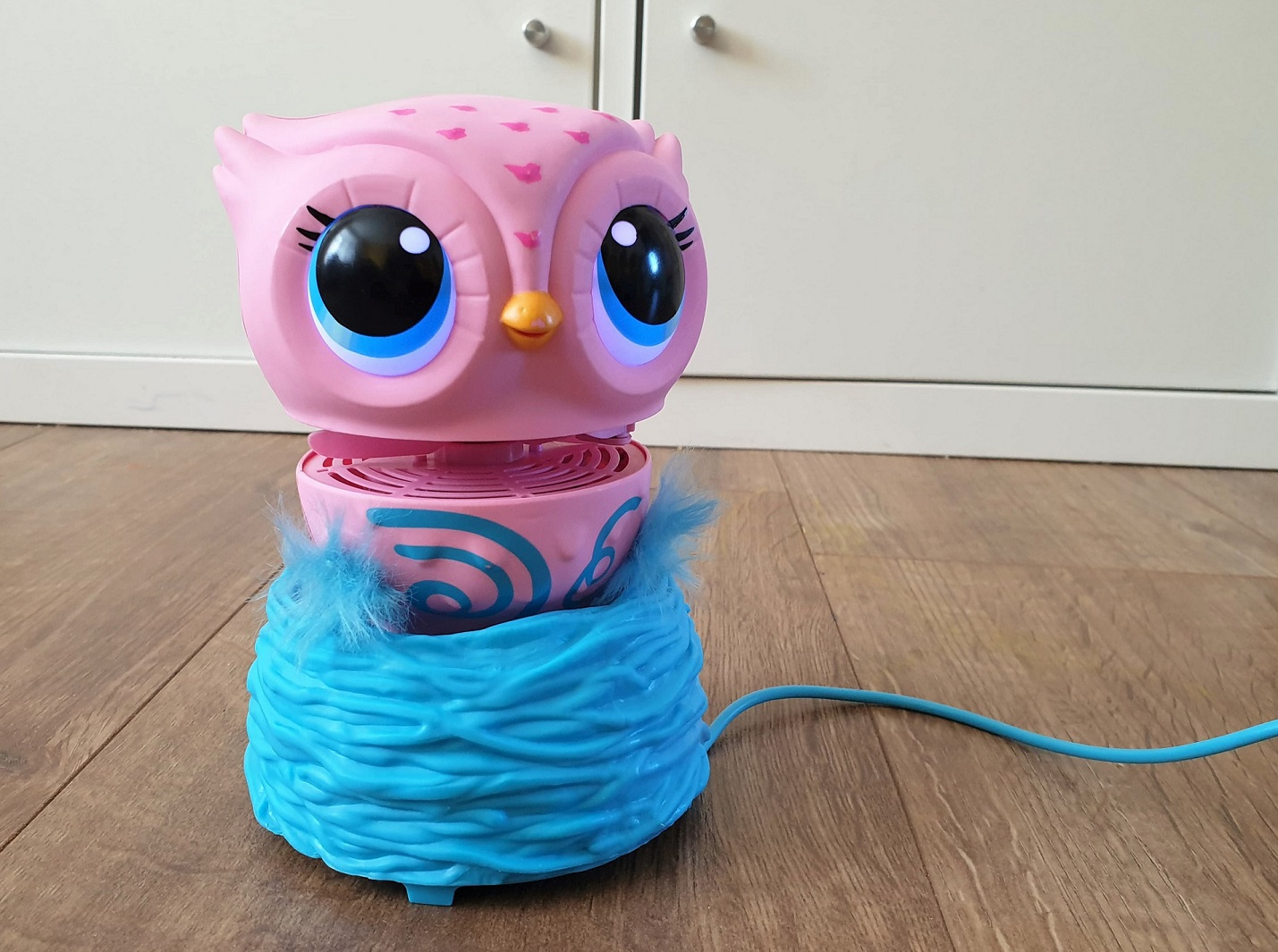 Owleez interactive flying owl toy