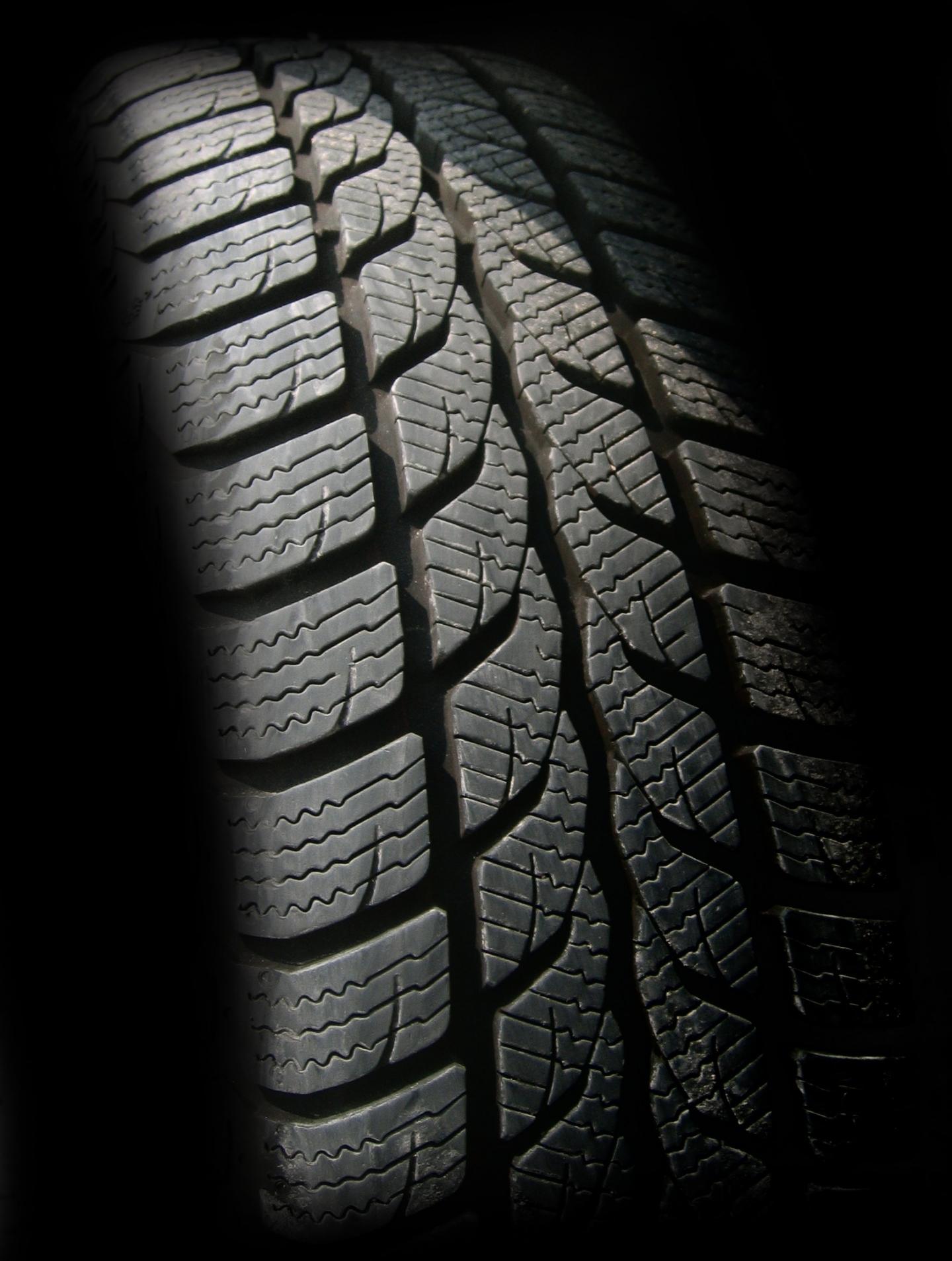 black tyres tread