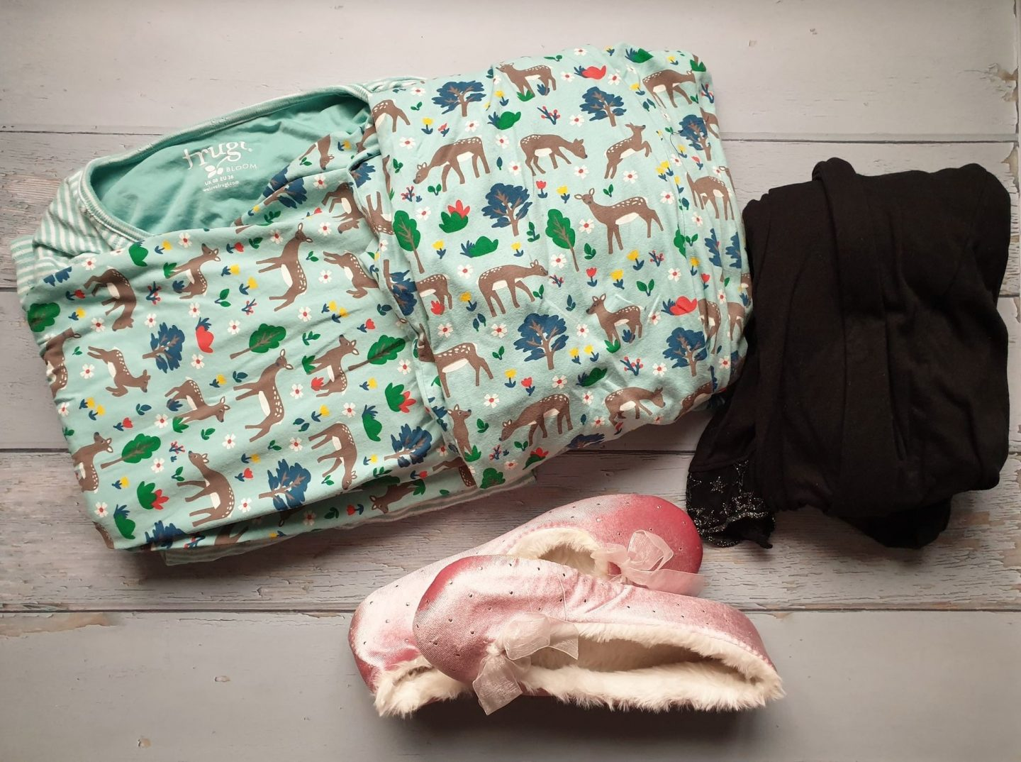 Pyjamas and dressing gown for hospital bag